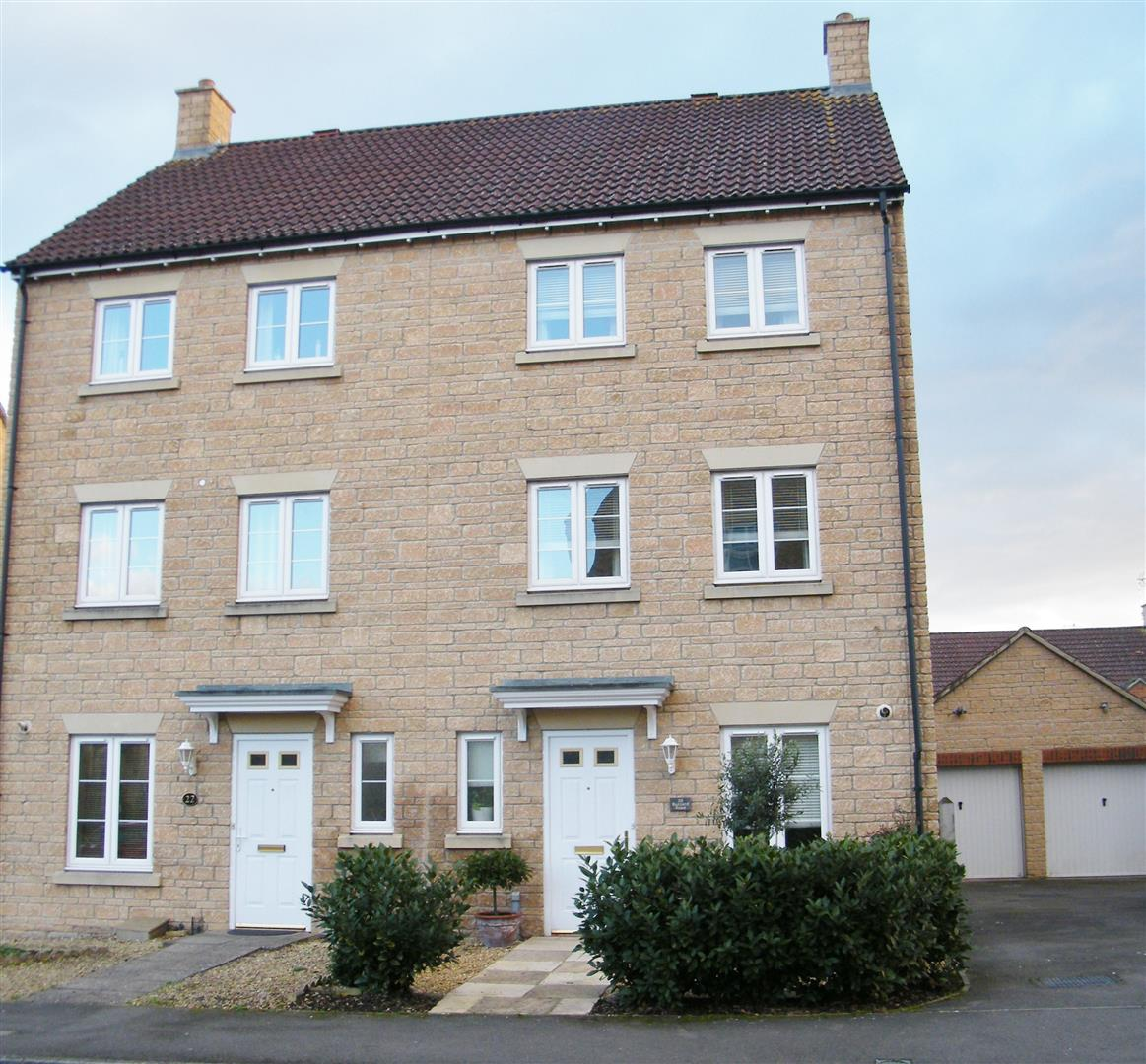 4 Bedrooms Semi Detached House for sale in Buzzard Road, Calne